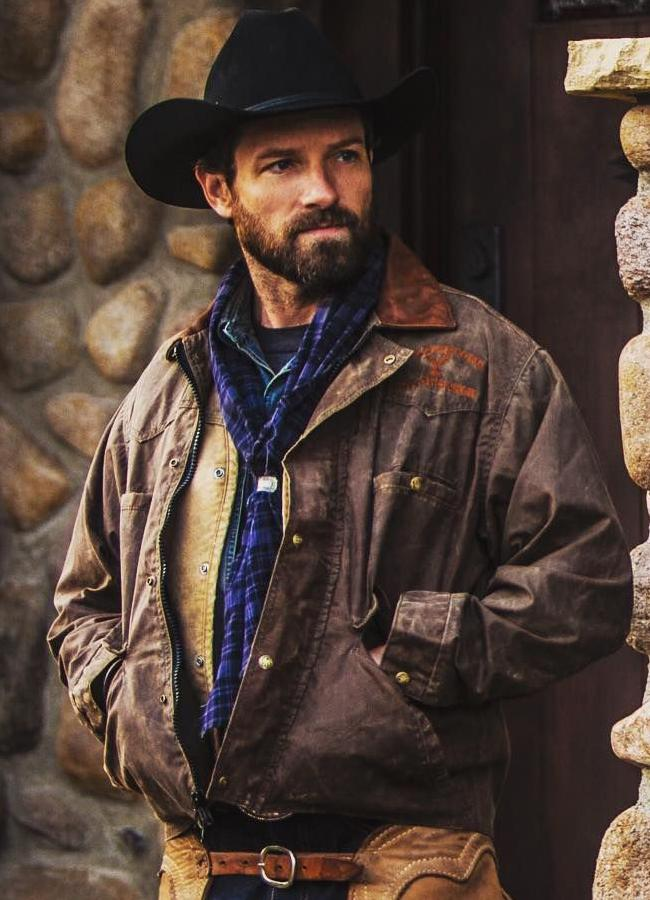 Ian-bohen-yellowstone-leather-jacket