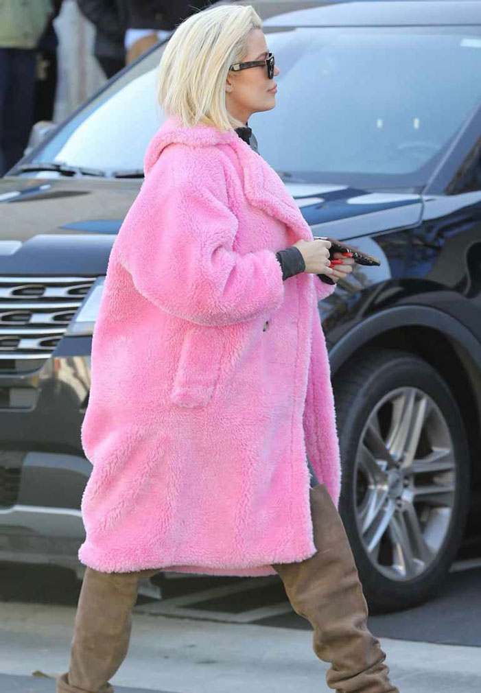 Keeping-Up-With-The-Kardashians-S019-Coat