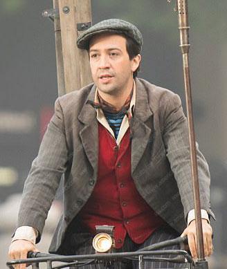 Lin-Manuel-Miranda-Mary-Poppins-Returns-Jack-Mary-Poppins-Coat-(2)